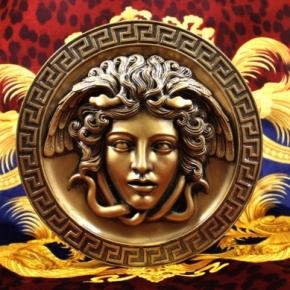 …Versace Saunters IntoChicago…